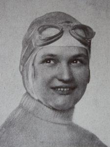 Čeština: Eliška Junková (1900-1994) byla česká automobilová závodnice.